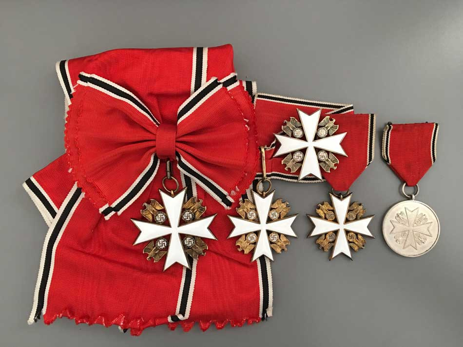 Figure 12: German Eagle Order crosses and medal 1st type