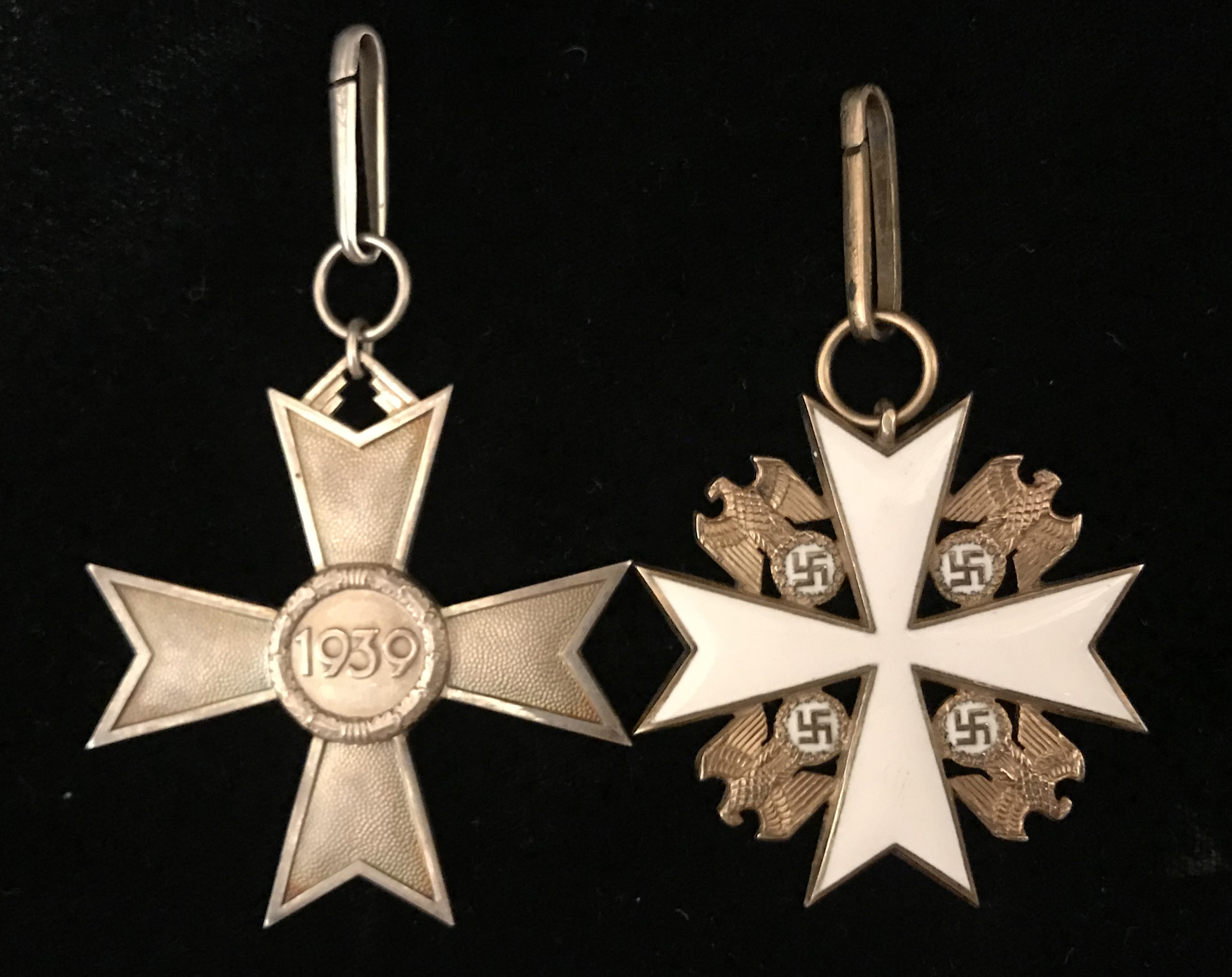 Figure 2: Ring on Deschler made knight Cross of the War Merit Cross and Eagle Order Deschler Ring comparison
